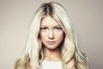 Portrait d'une femme blonde